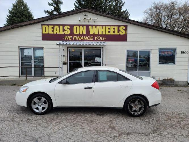 2008 WHITE Pontiac G6 Sedan (1G2ZG57B684) with an 2.4L L4 DOHC 16V engine, 4-Speed Automatic transmission, located at 1800 West Broadway, Missoula, MT, 59808, (406) 543-1986, 46.881344, -114.021065 - Photo #0