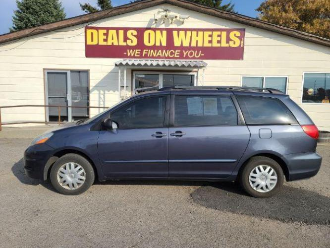 2007 Toyota Sienna CE FWD 8-Passenger (5TDZK23C87S) with an 3.5L V6 EFI DOHC 24V engine, 5-Speed Automatic transmission, located at 1800 West Broadway, Missoula, MT, 59808, (406) 543-1986, 46.881344, -114.021065 - Photo #0